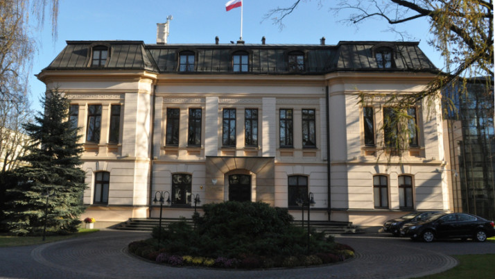 Niebieskie żaboty przed Trybunałem Konstytucyjnym.